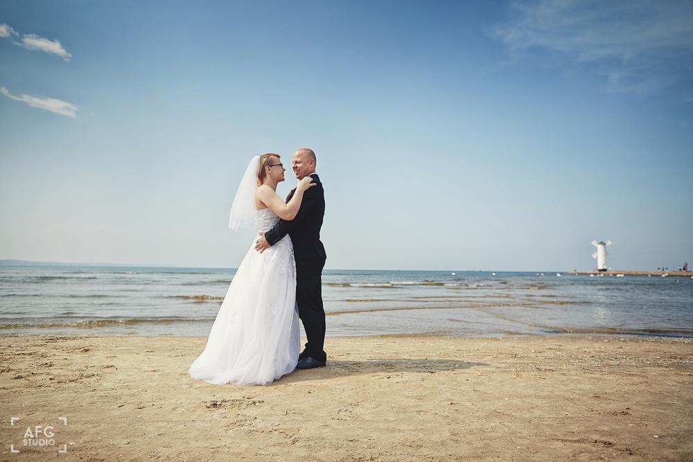 plaża, morze, mewy, para ślubna