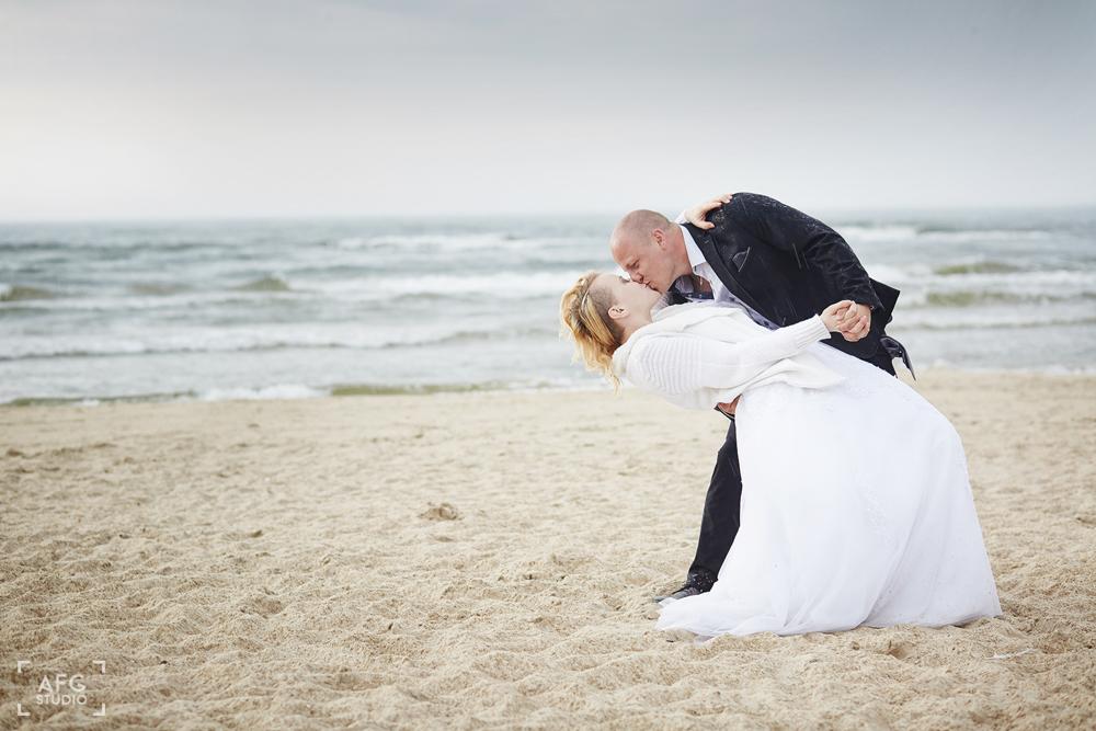 plaża, morze, nowożeńcy