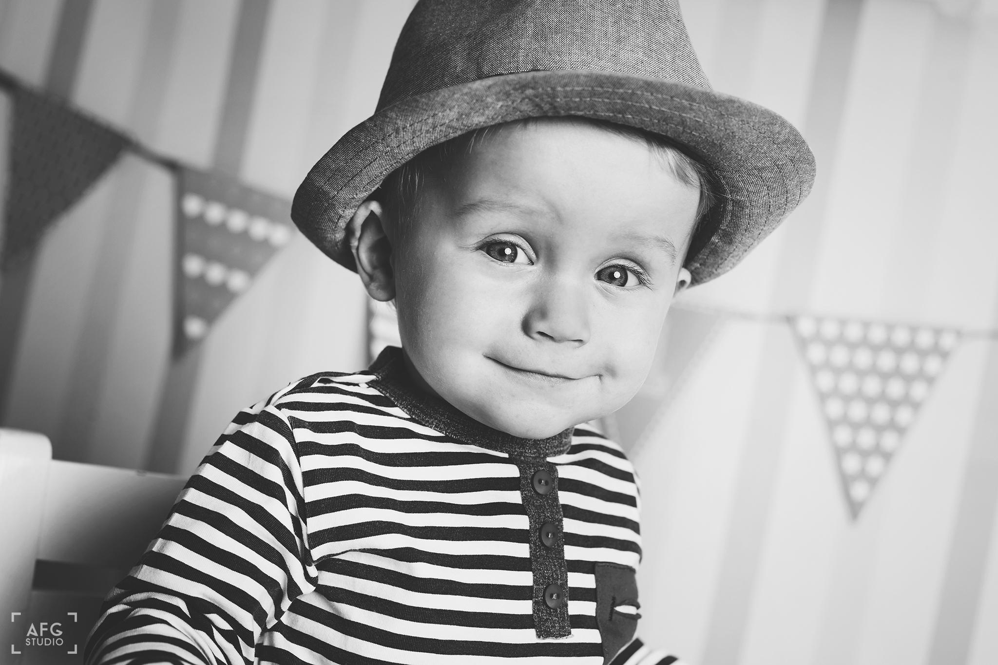 kapelusz, chłopiec, girlanda