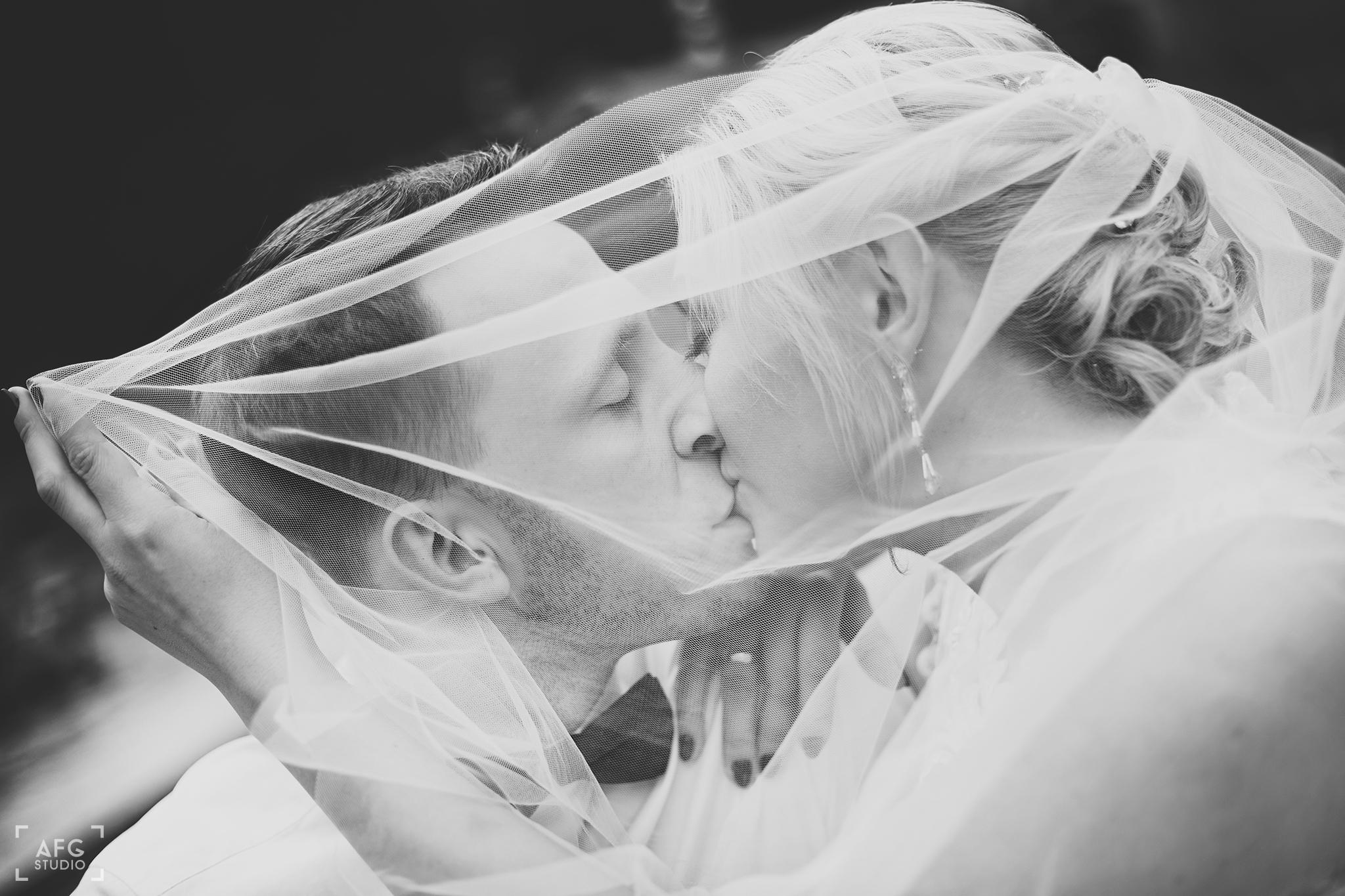 welon, pocałunek, nowożeńcy