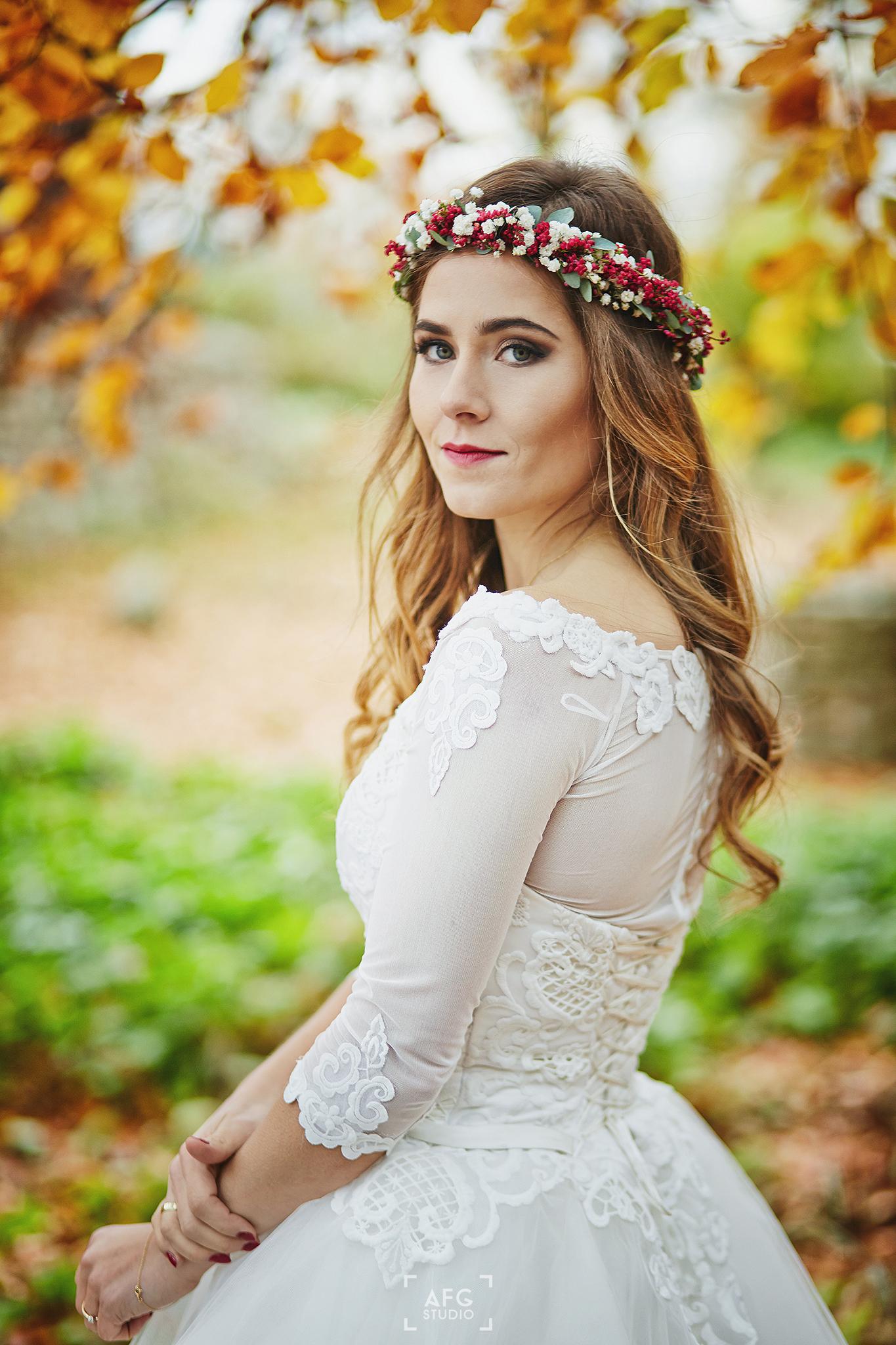 panna młoda, wianek, suknie ślubna