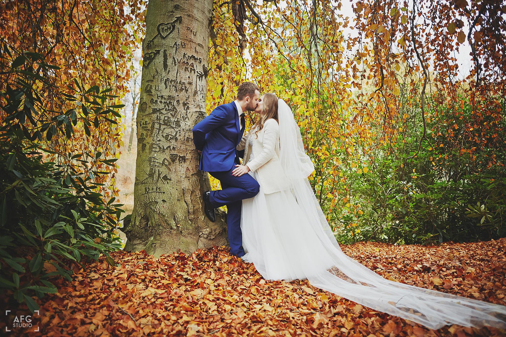liście, suknia ślubna, pan młody