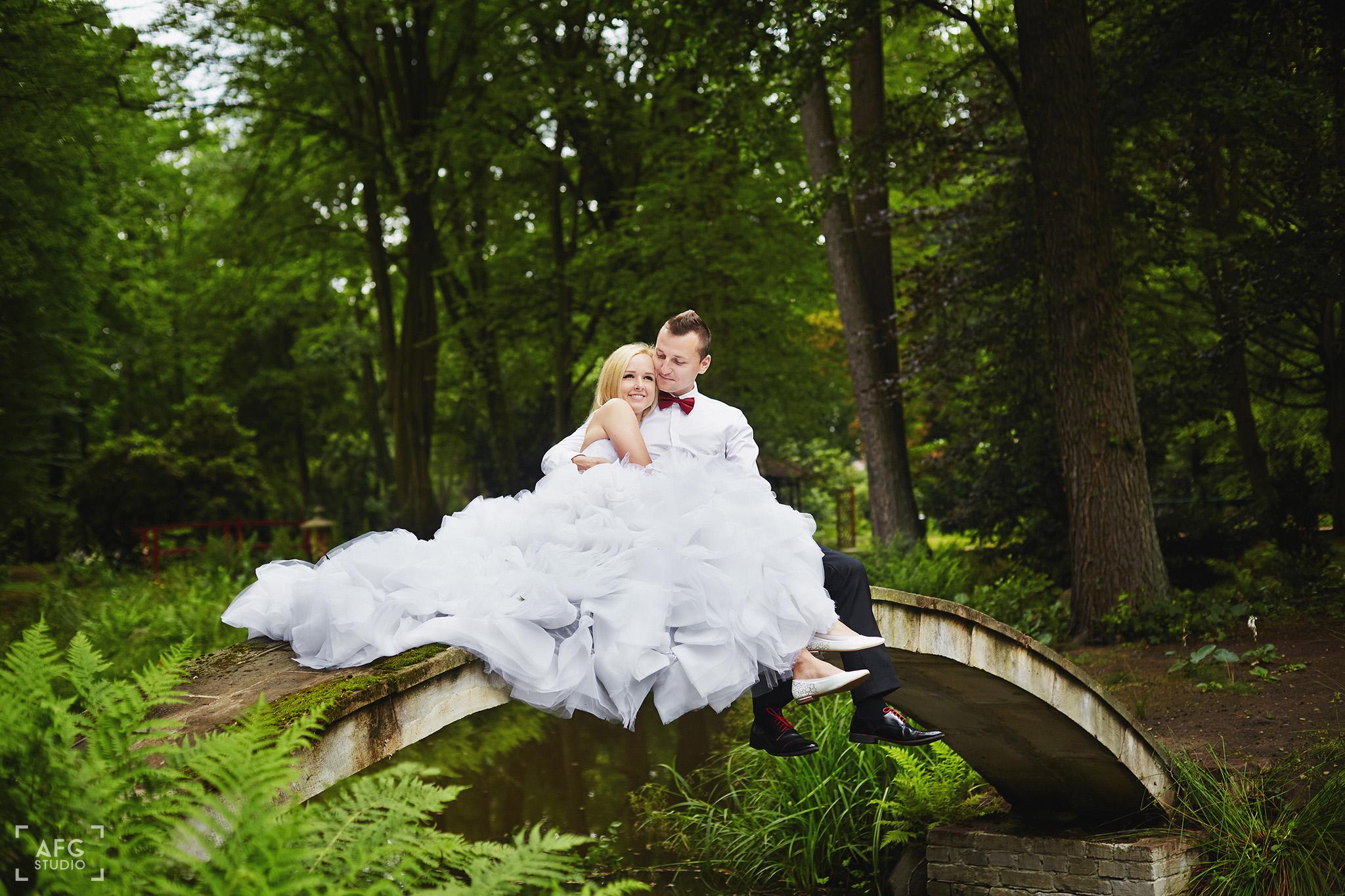 mostek, staw, suknia ślubna