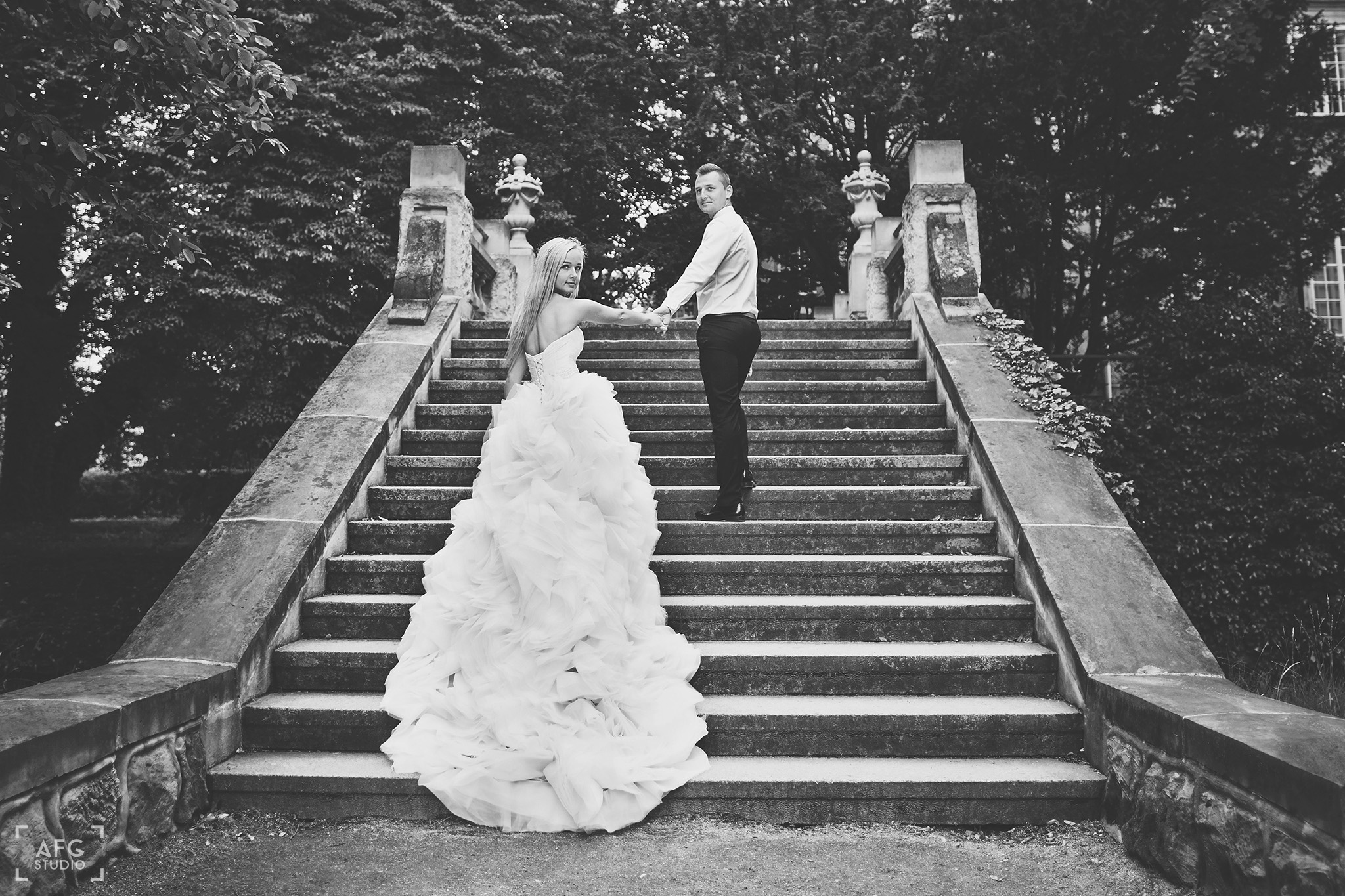 schody, Park w Iłowej,suknia ślubna