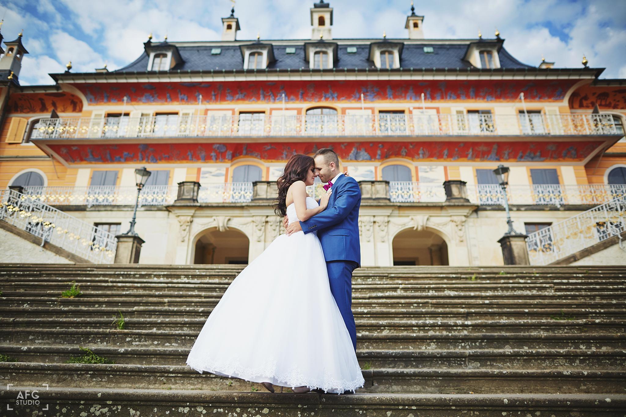 schody, pałac, nowożeńcy