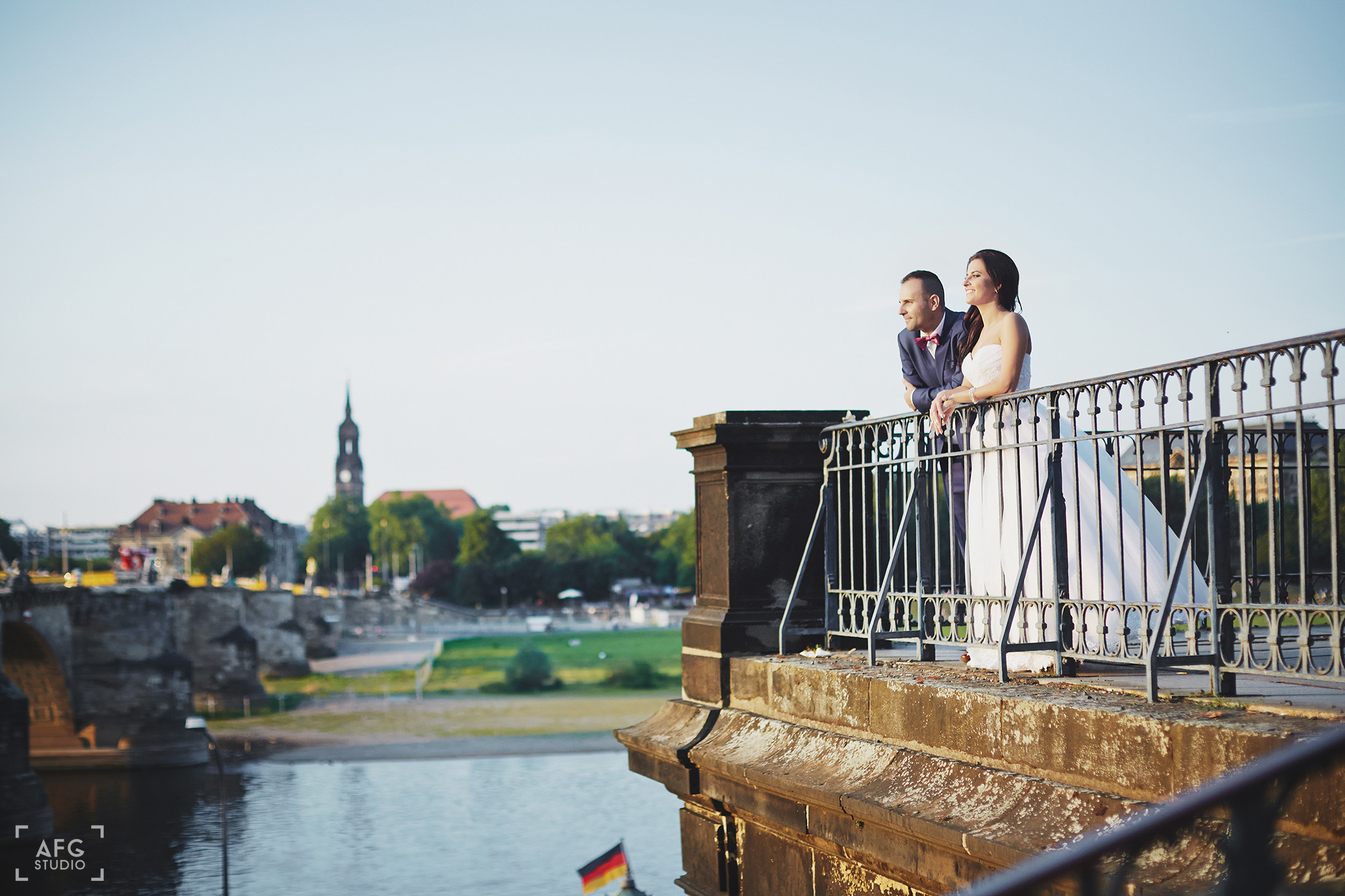 most, rzeka, młoda para