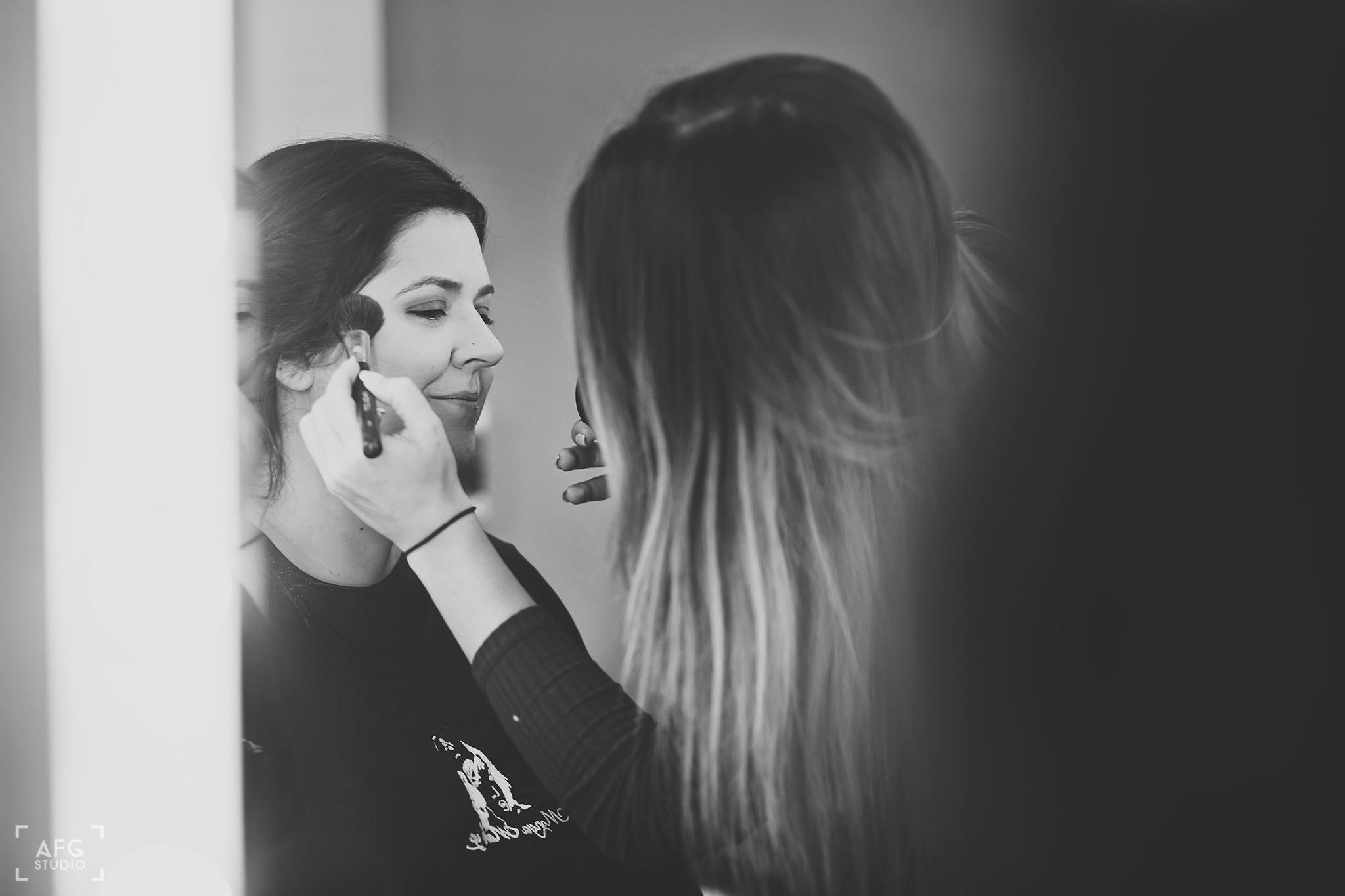 makijaż ślubny, kosmetyczka, pędzel