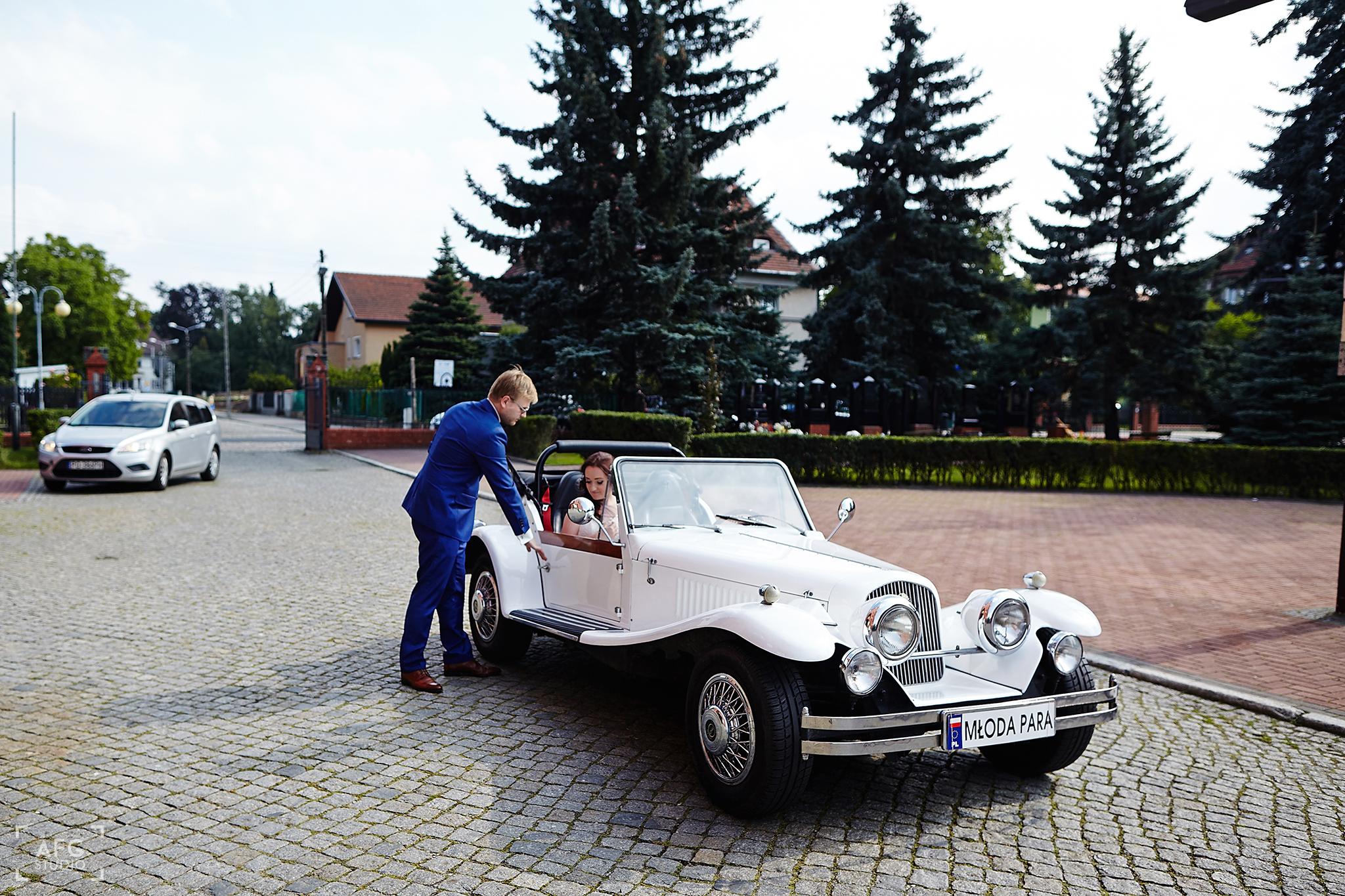 kościół, ślub, samochód ślubny