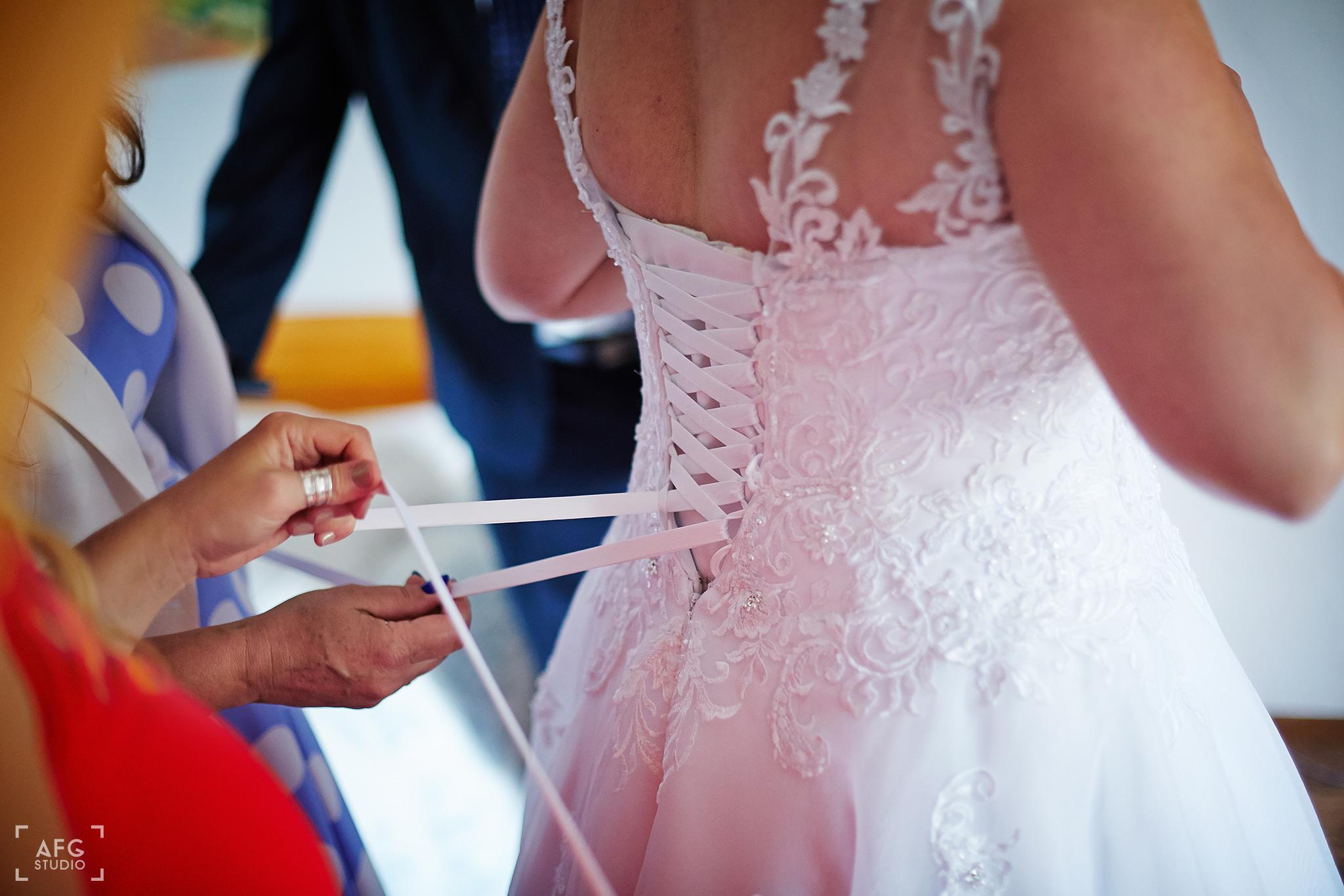 suknia ślubna, Pani młoda, sznurki