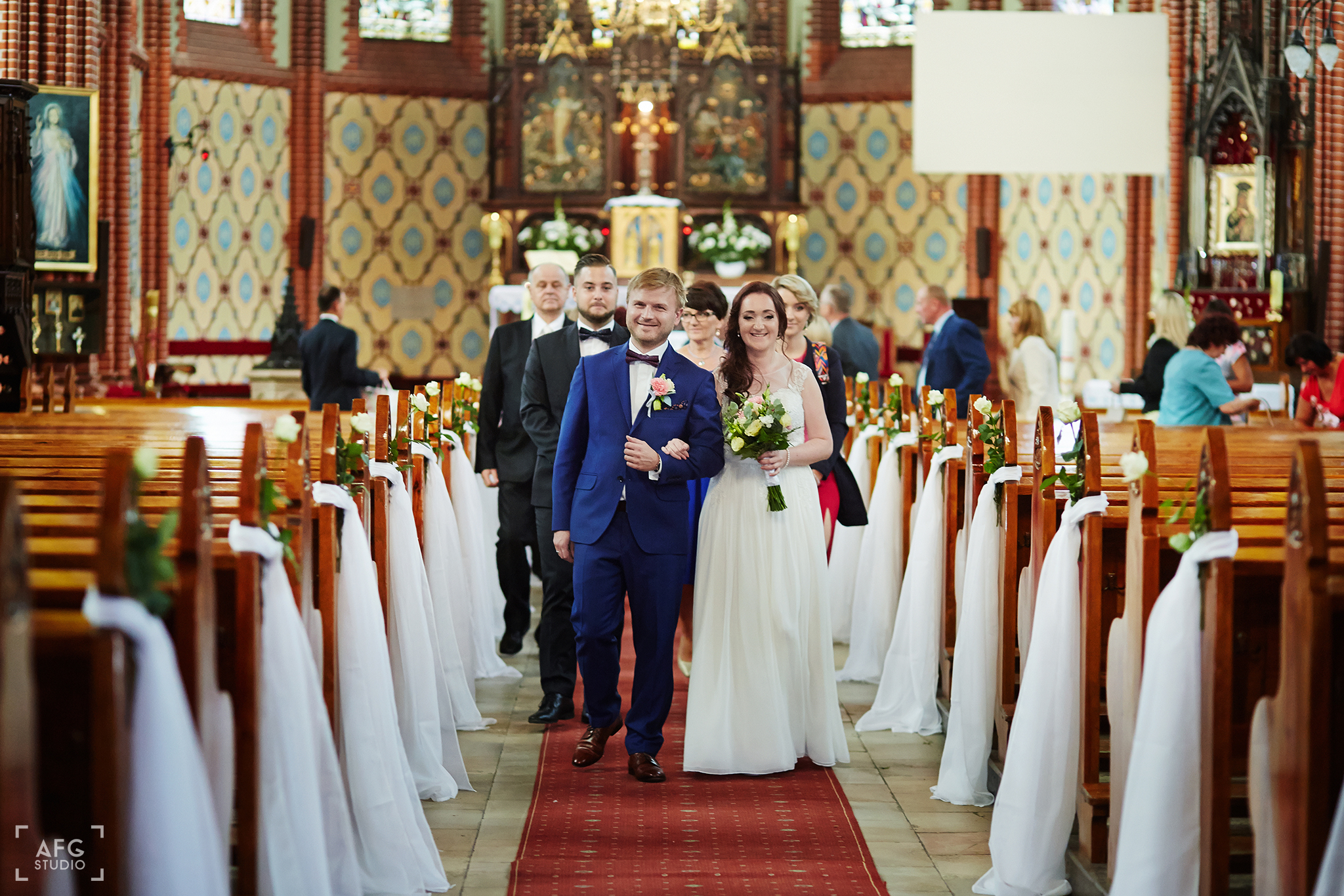 dywan, kościół, dekoracje ślubnedywan, kościół, dekoracje ślubne
