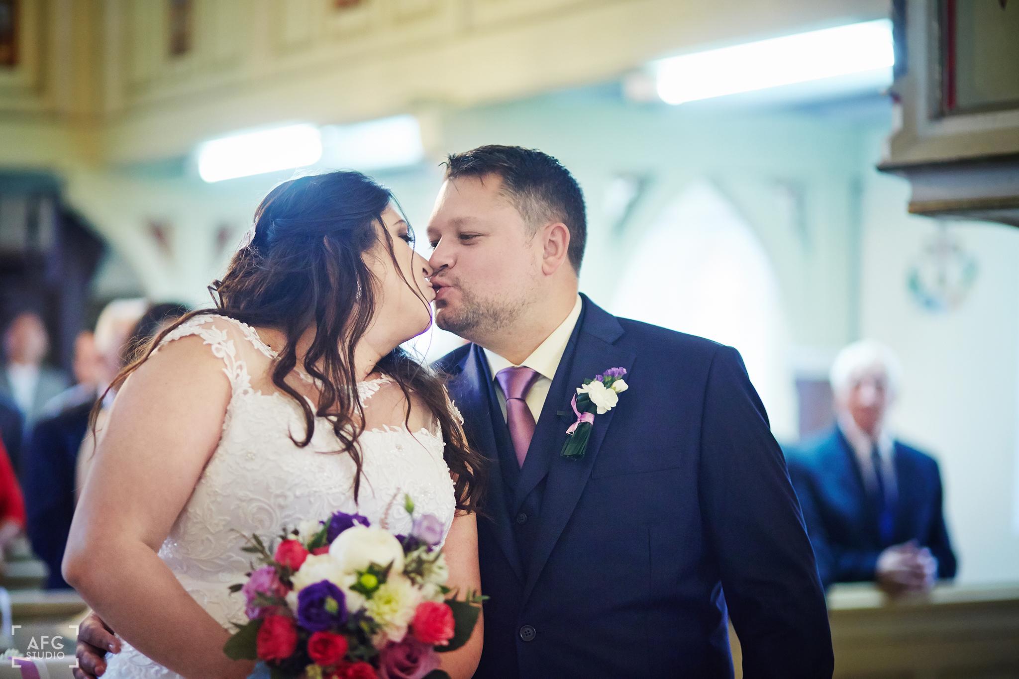 pocałunek, małżeństwo, kościół