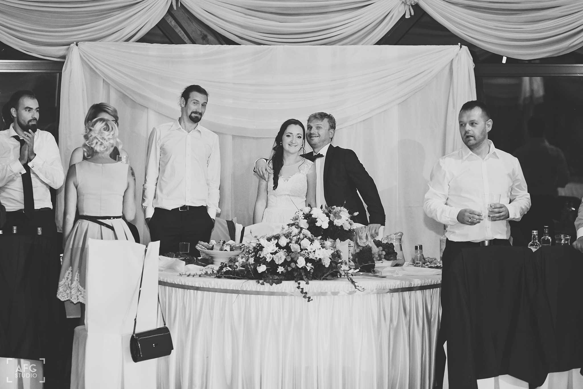 para młoda, dekoracje weselne, stolik