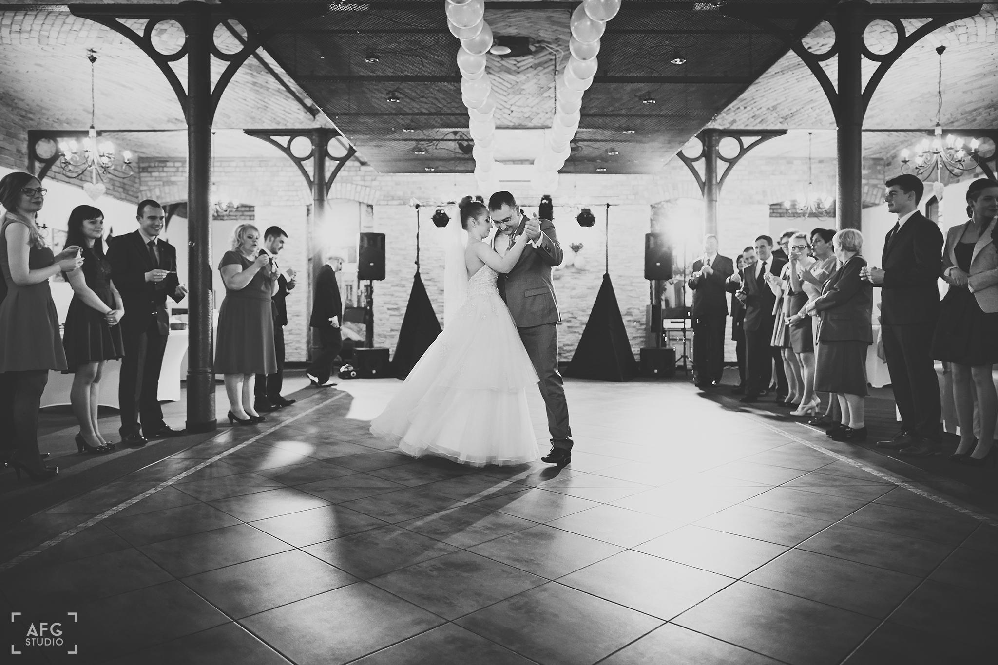 pierwszy taniec, młoda para, wesele