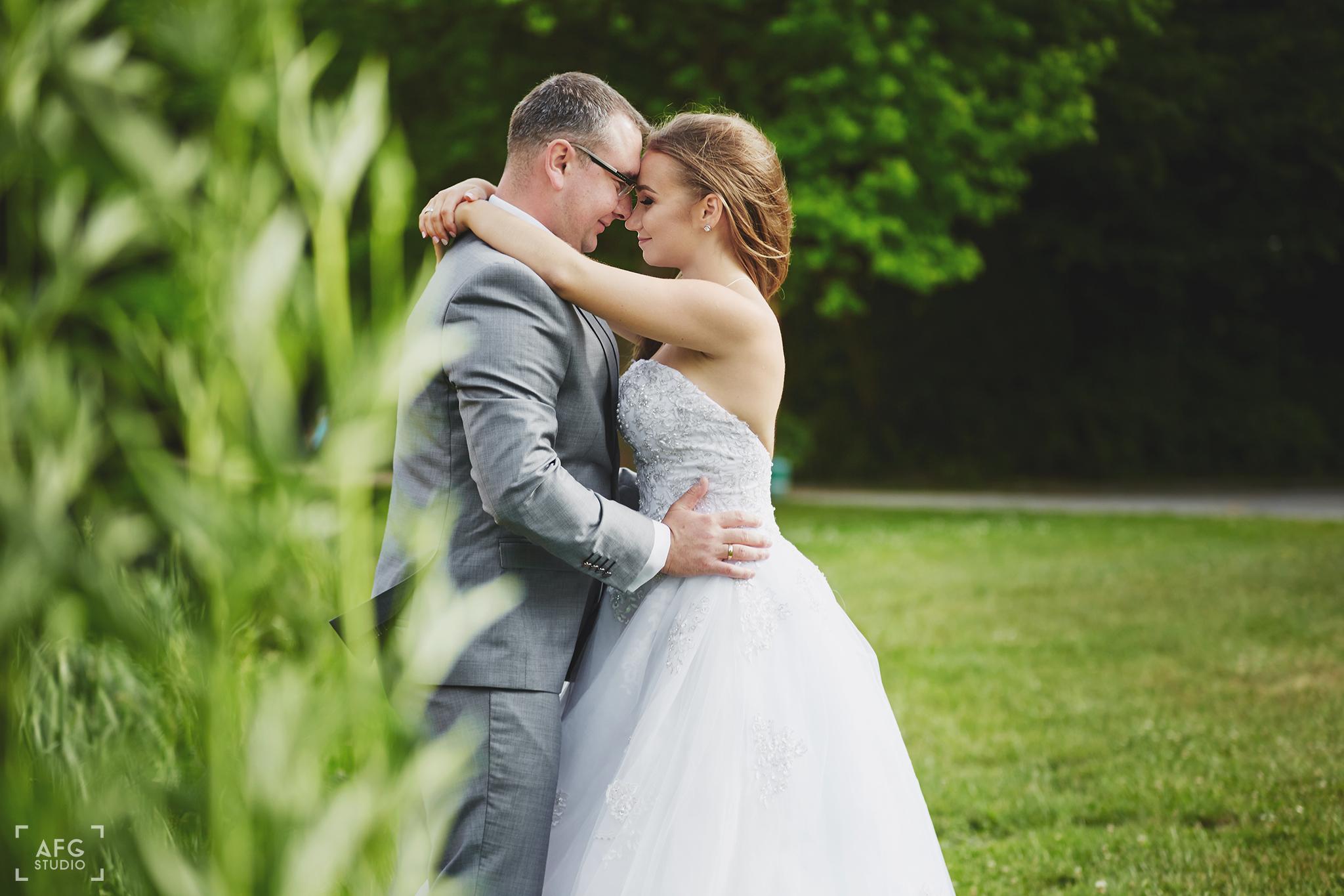 portret ślubny, suknia ślubna, para młoda