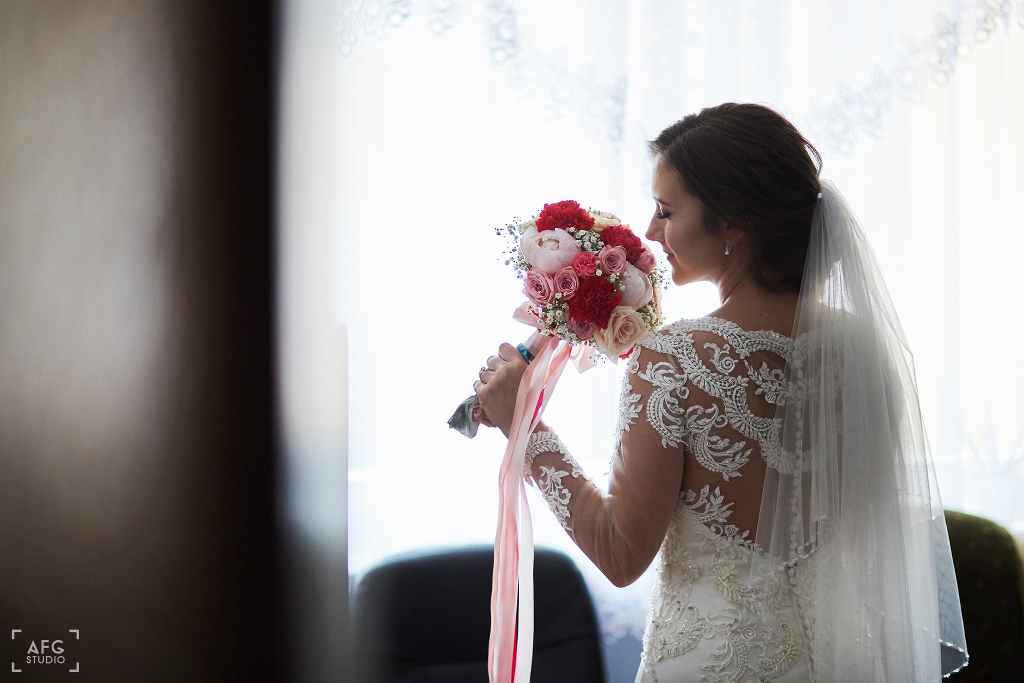 bukiet, panna młoda, suknia ślubna