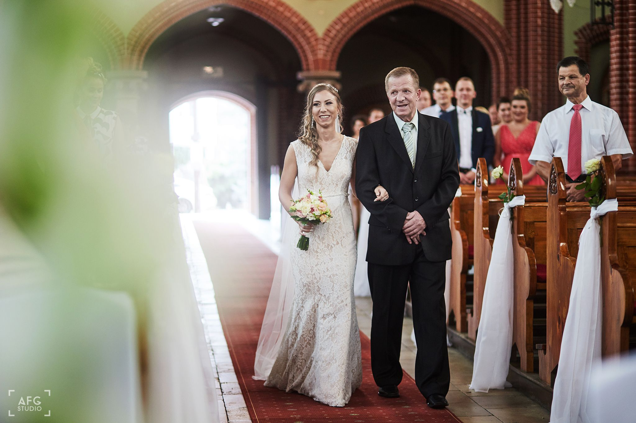 Kościół, Pani Młoda, suknia ślubna