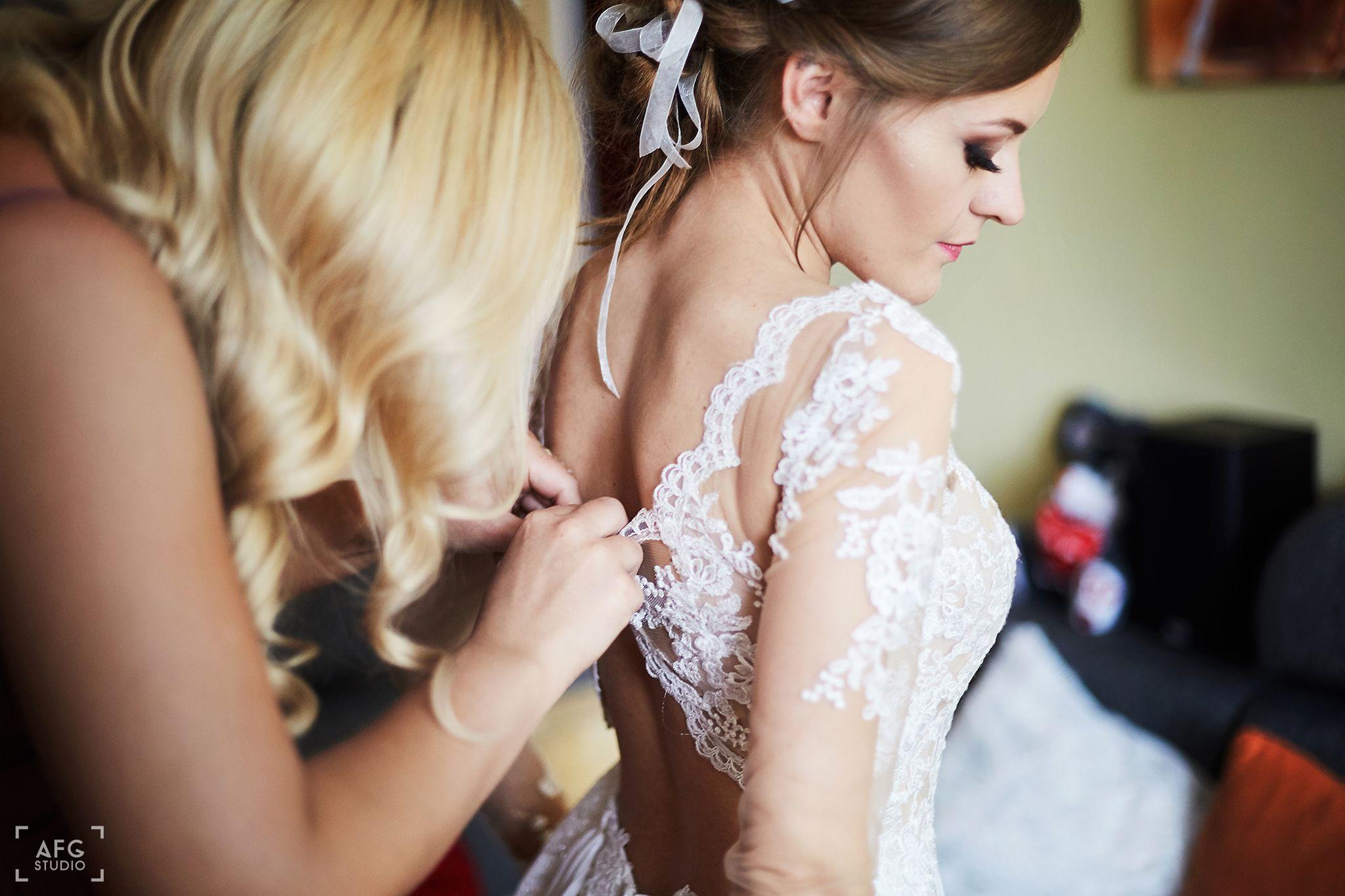 suknia ślubna, panna młoda, świadkowa