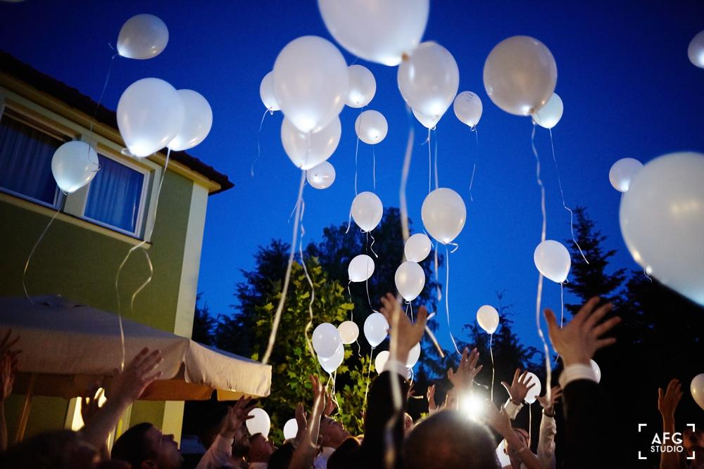 balony, wesele, para młoda