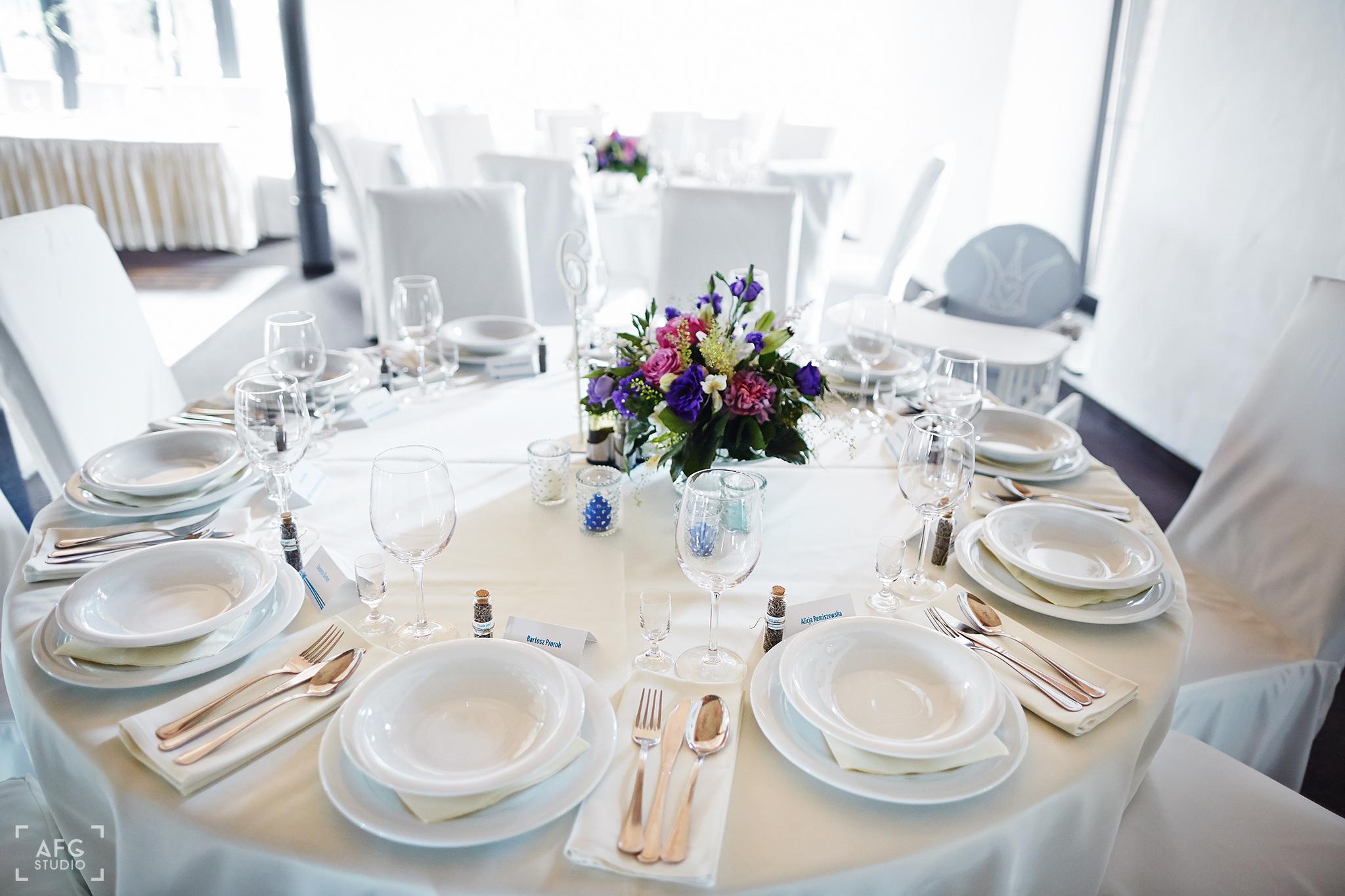 sala weselna, stół, zastawa