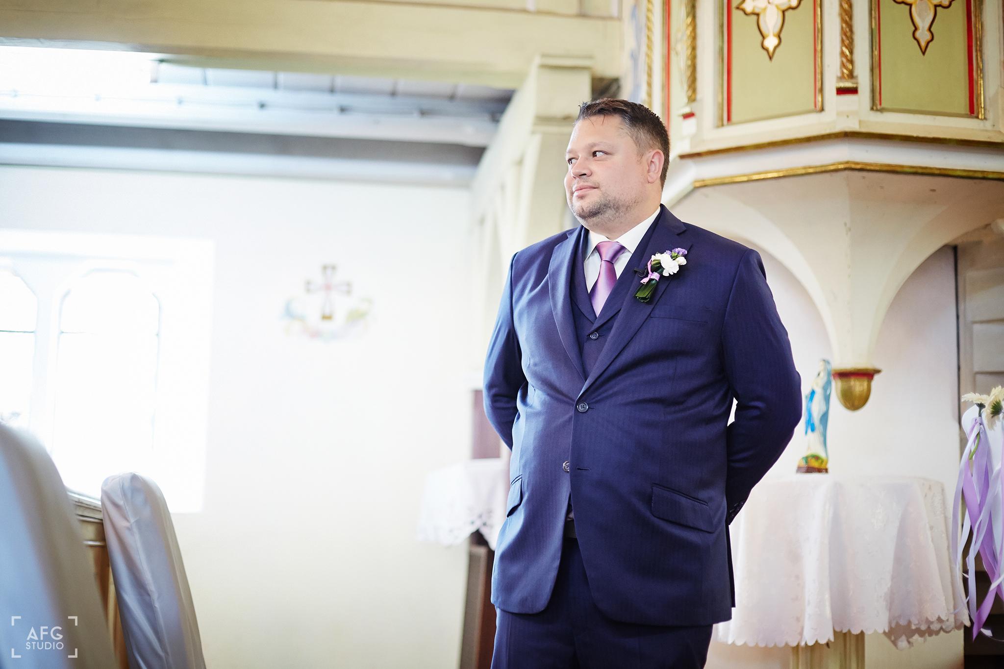 pan młody, kościół, ślub