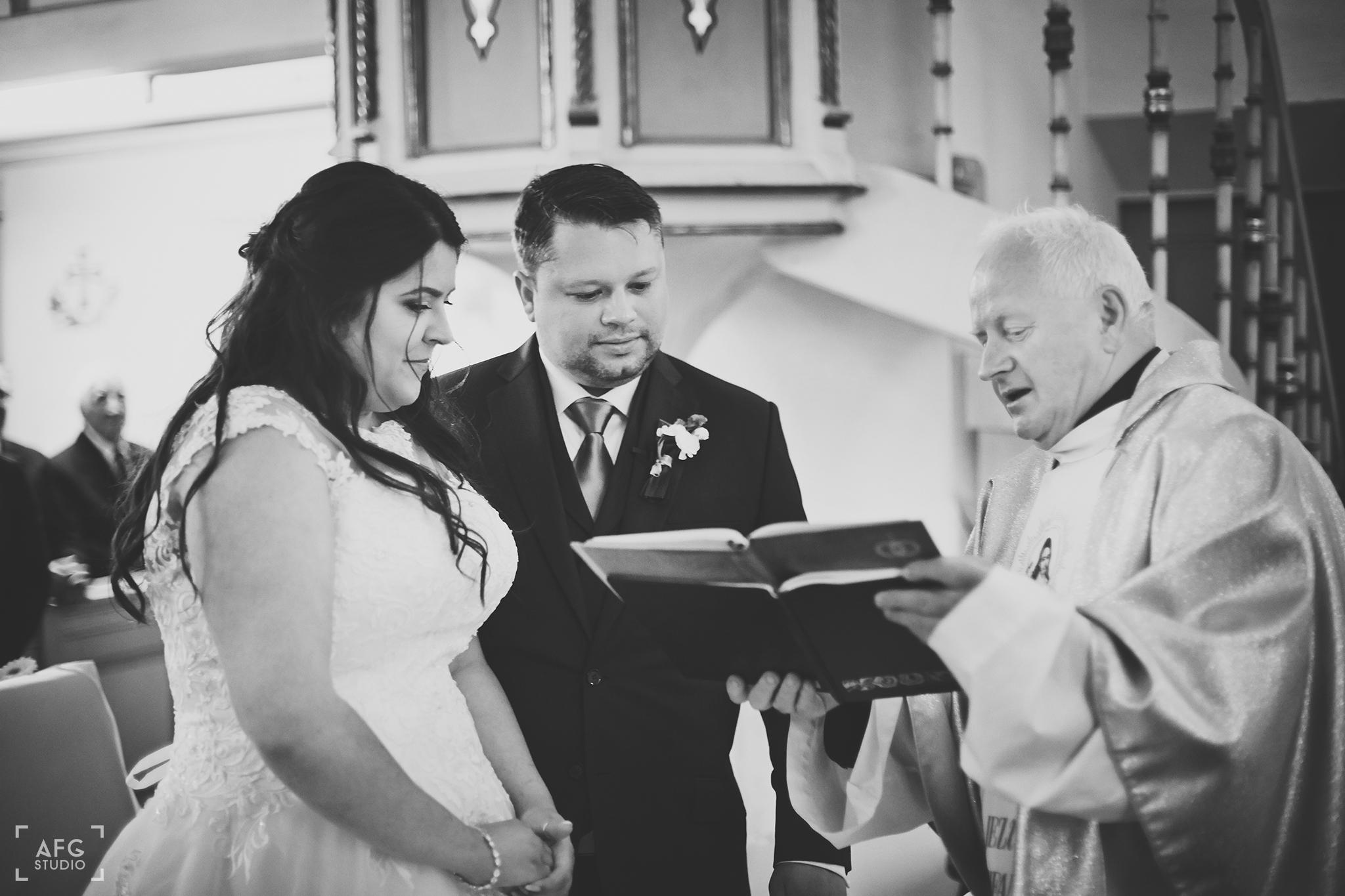 przysięga małżeńska, ksiądz, księga
