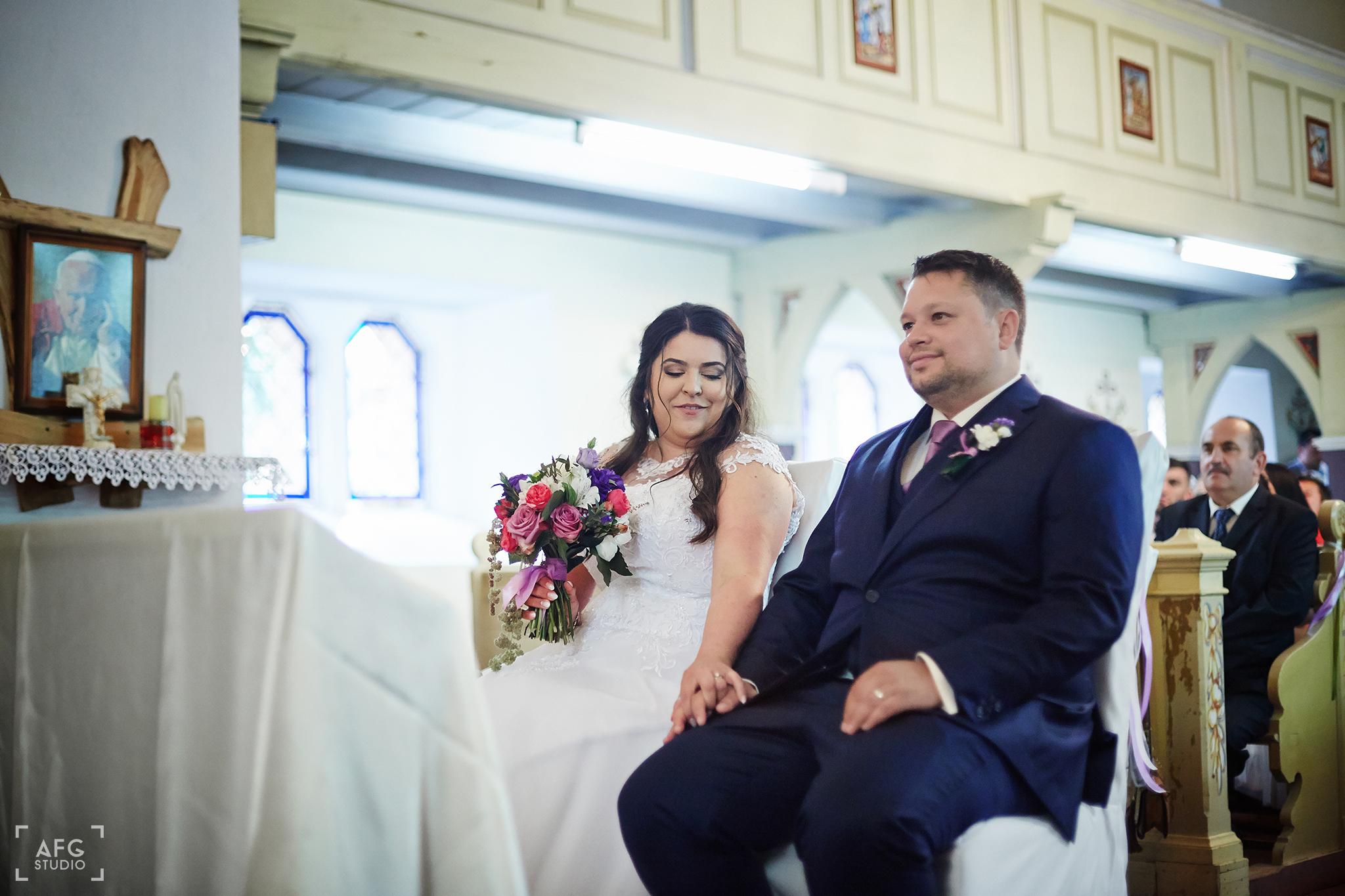 bukiet ślubny, małżeństwo, kościół
