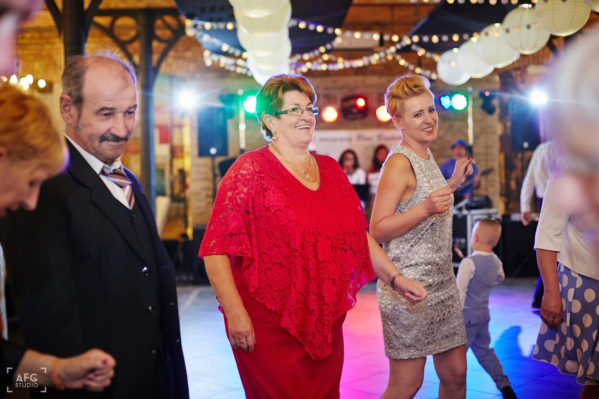 zabawa, sukienka, dekoracje weselne