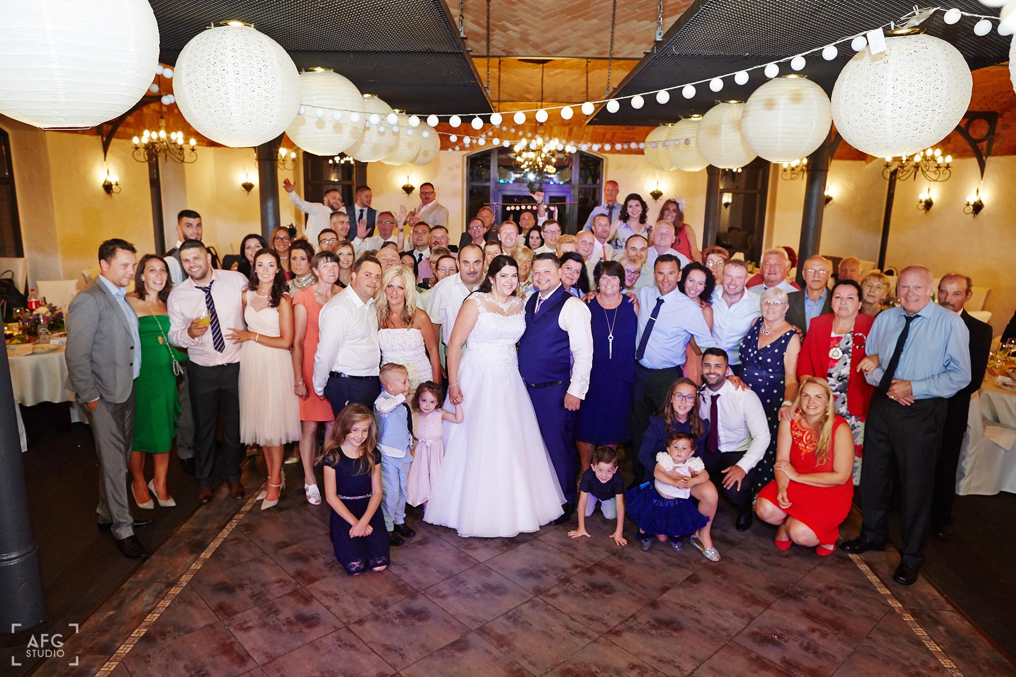 zdjęcie grupowe, wesele, para młoda