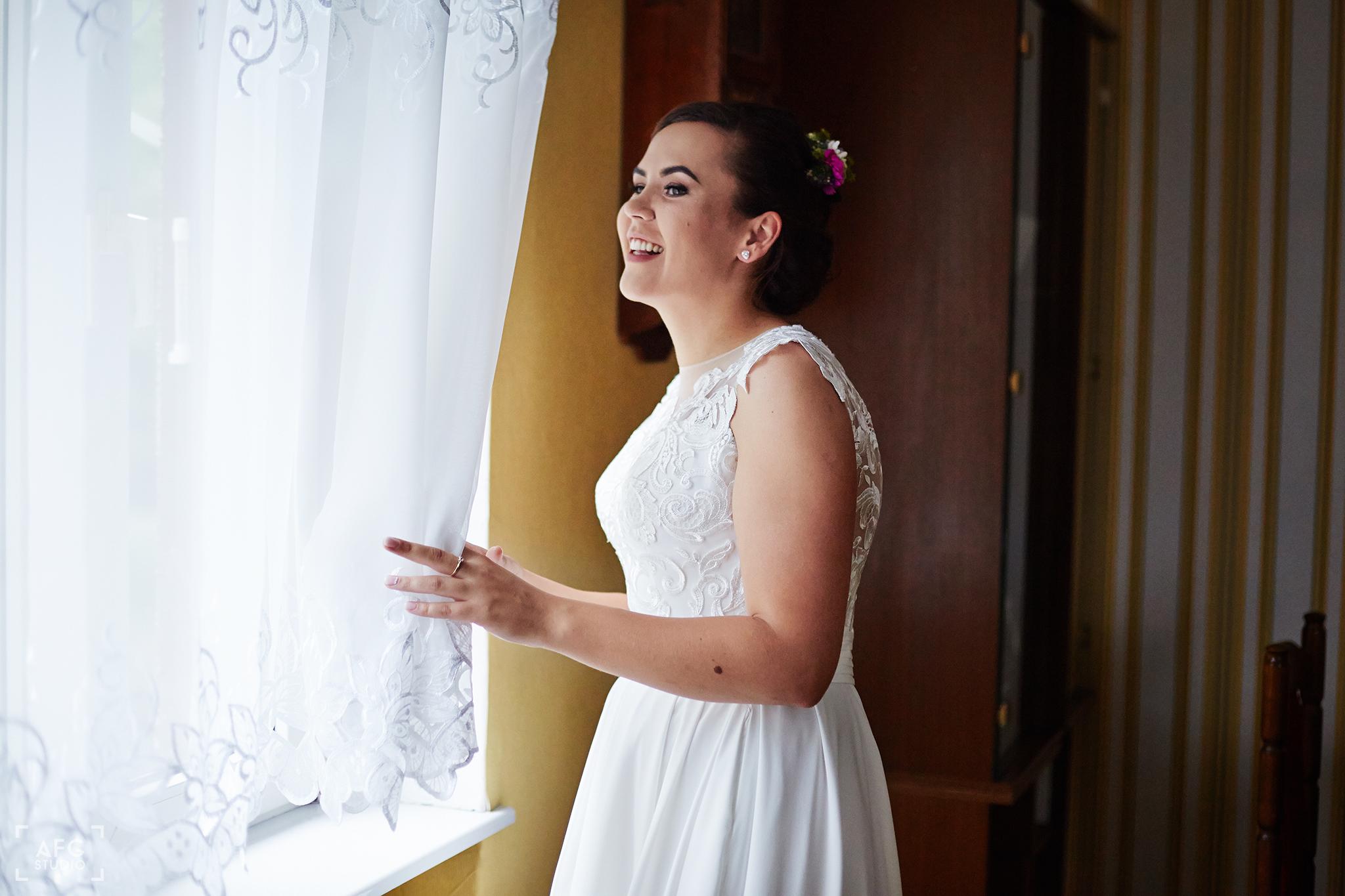 panna młoda, suknia ślubna