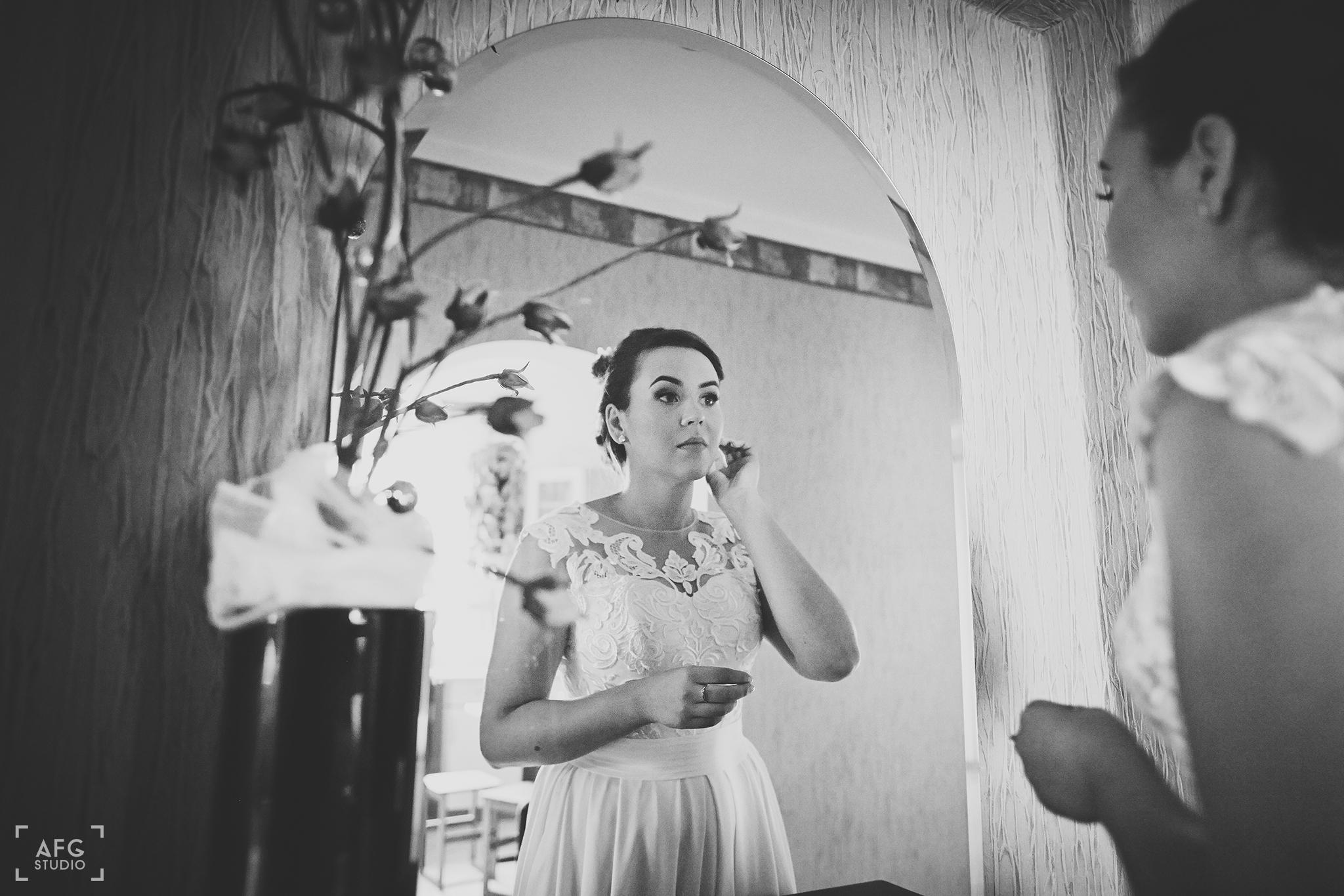Panna Młoda, suknia ślubna, kolczyki