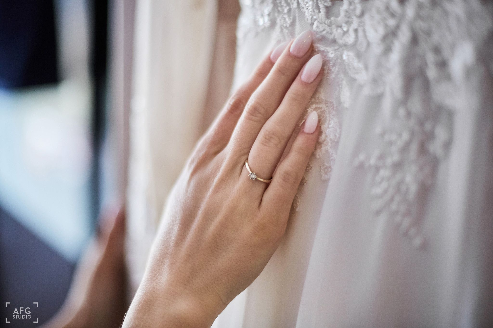 pierścionek zaręczynowy, suknia ślubna