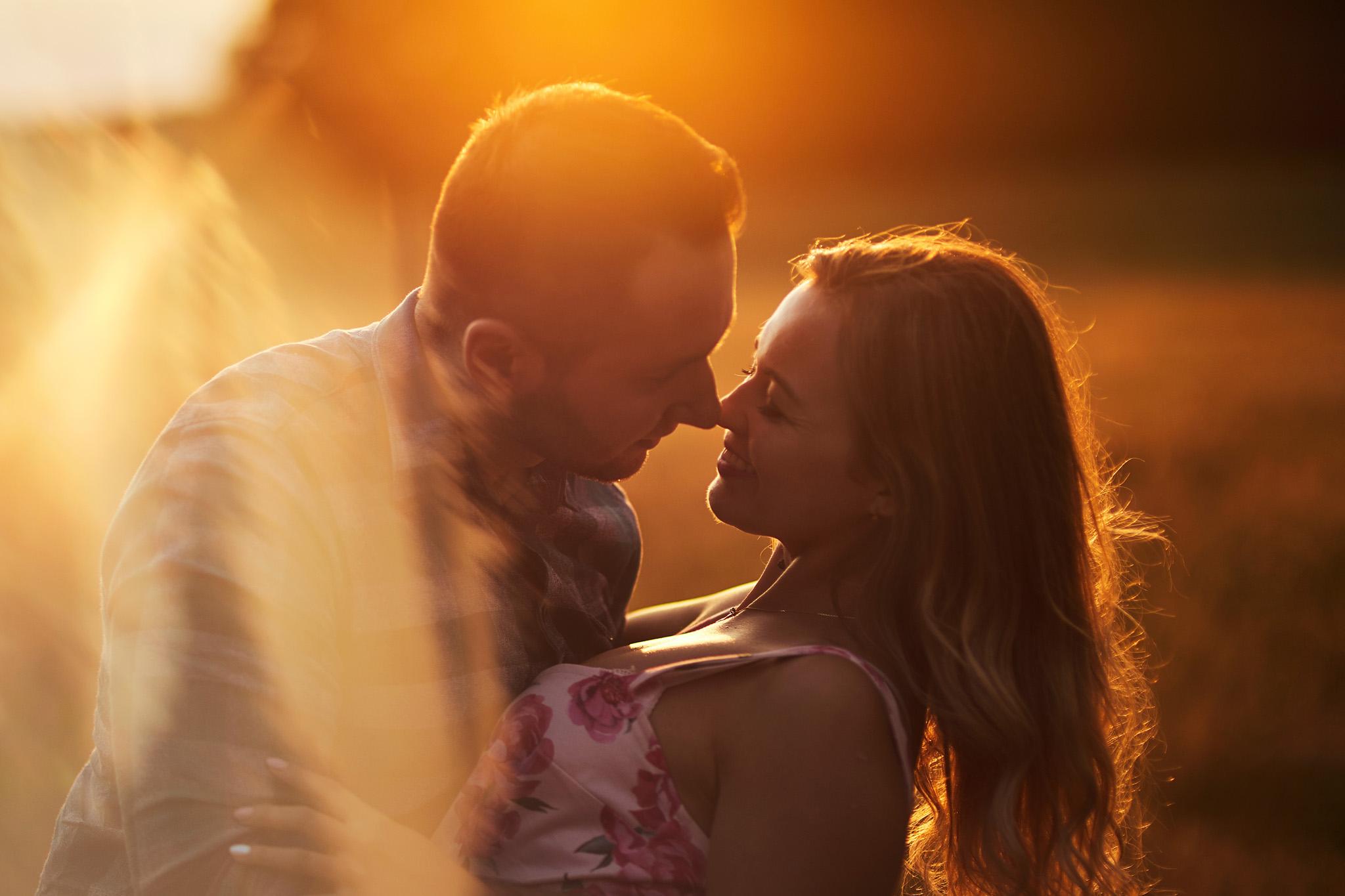 zachód słońca, pocałunek