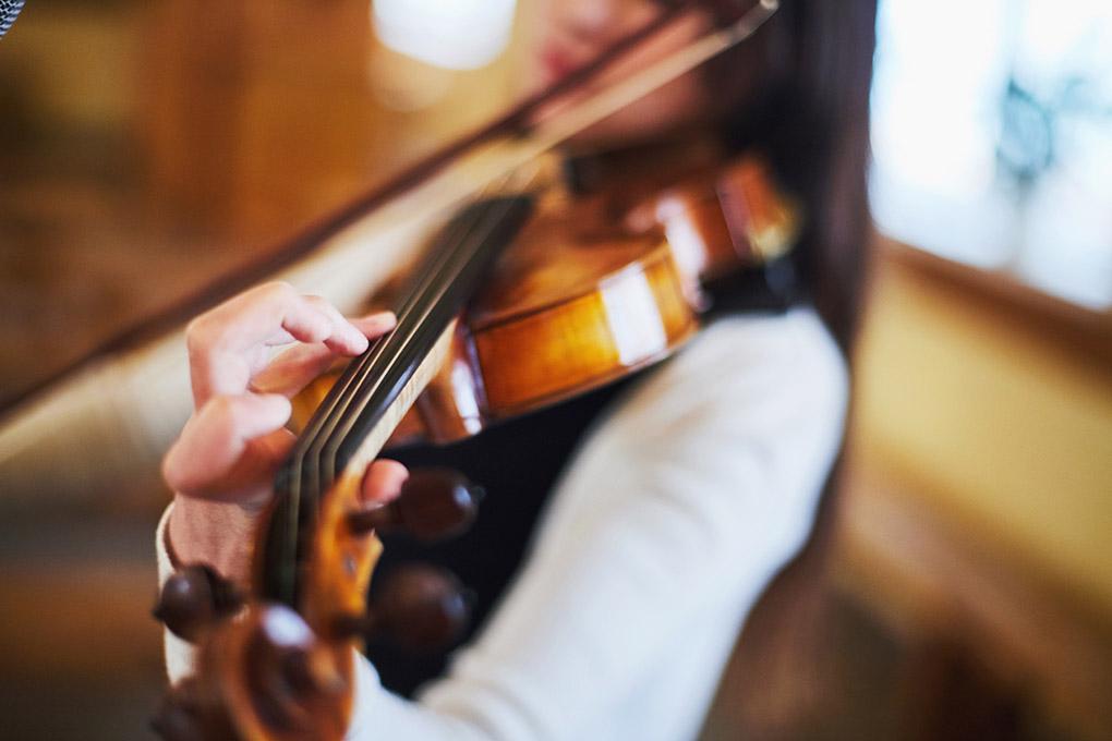 skrzypce, oprawa muzyczna