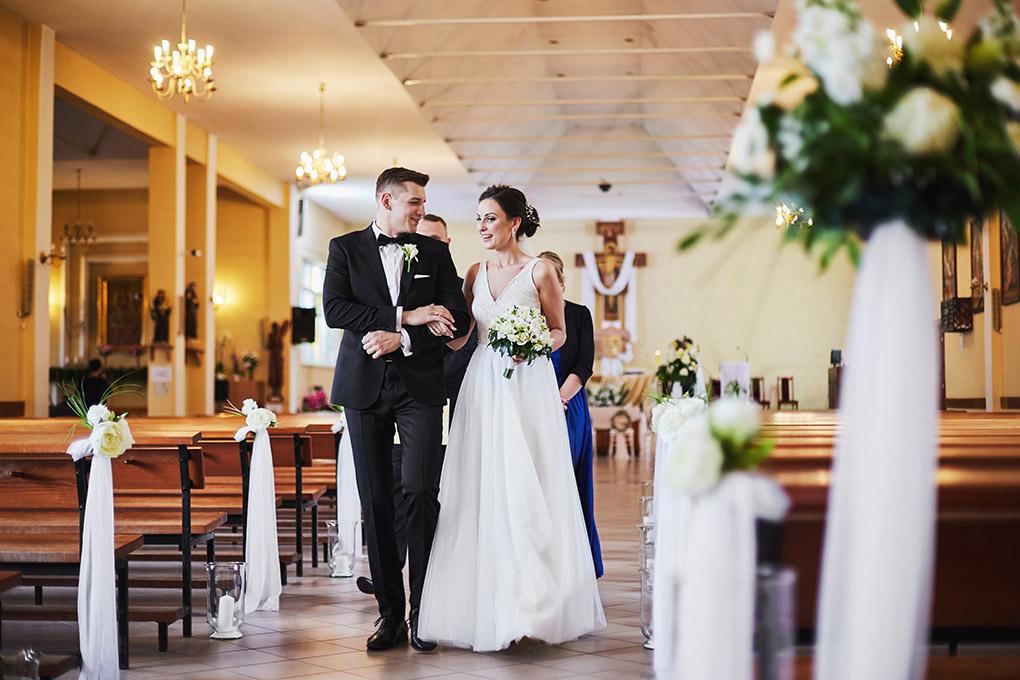 suknia ślubna, wyjście z Kościoła