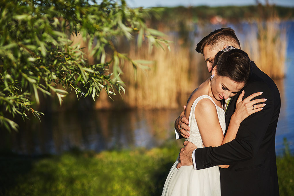 pan młody, suknia ślubna